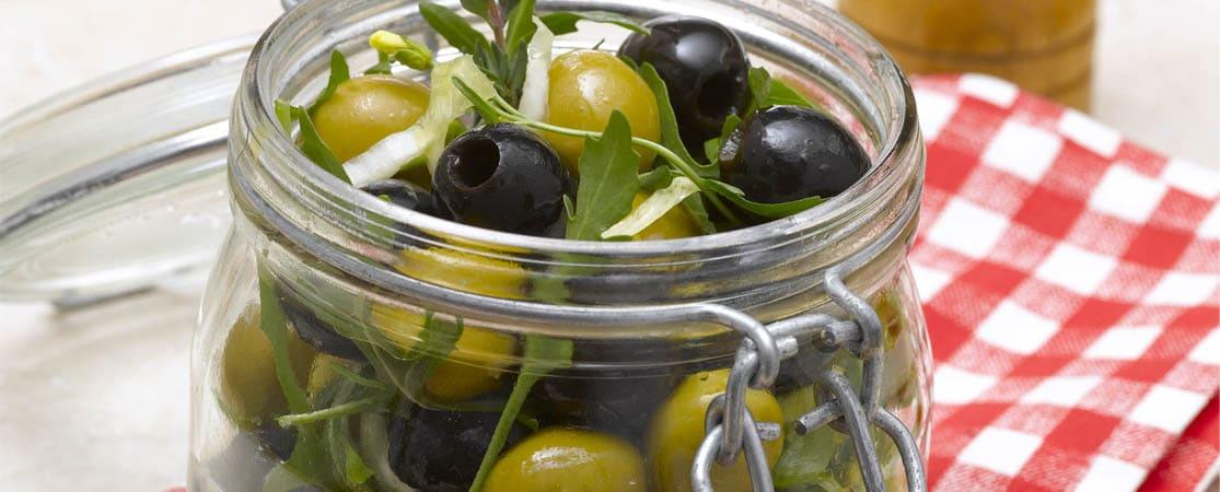 Verrines parisiennes aux olives, chèvre et piquillos