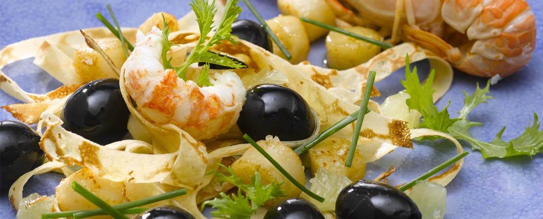 Tagliatelles de crêpes et poêlée d'olives aux fruits de mer