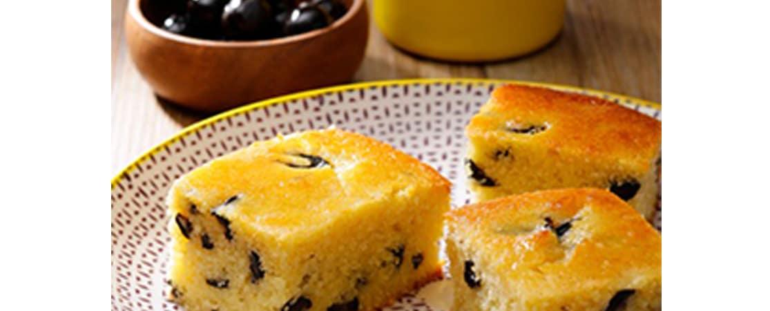 Cake semoule aux olives noires