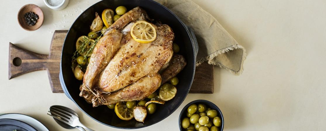 Poulet fermier confit au citron et aux olives vertes