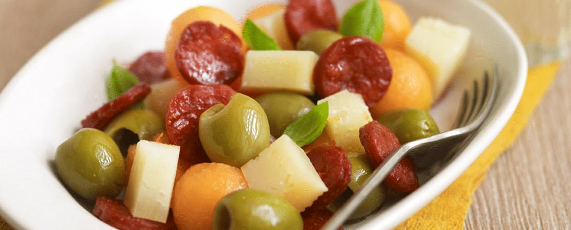 Mélange d'olives, manchego, chorizo et melon