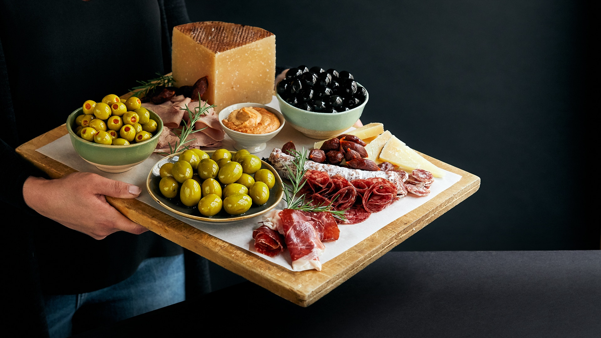 Cheese and charcuteries board_horizontal